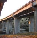 Corrosión de armaduras en viga de borde de un puente de montaña