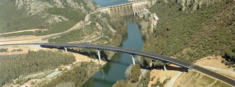 Viaducto sobre el Rio Guadiana Variante N-430 Tramo Presa de Gª Sola - Pto de los Carneros