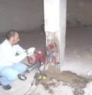 Extracción de una probeta testigo de un pilar de un edificio en rehabilitación