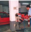 Extracción de una probeta testigo de un pilar de un edificio en remodelación